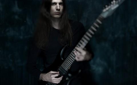 Christian Muenzner on guitar