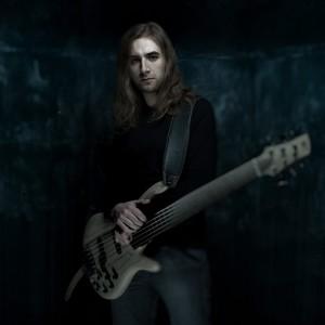 Linus Klausenitzer on bass